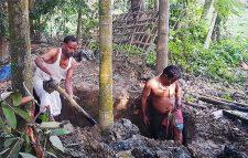 নোয়াখালীতে কবর থেকে ৪ লাশ উত্তোলন